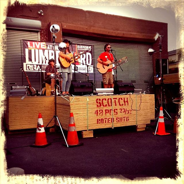 twiddlin' thumbs, live at the lumberyard